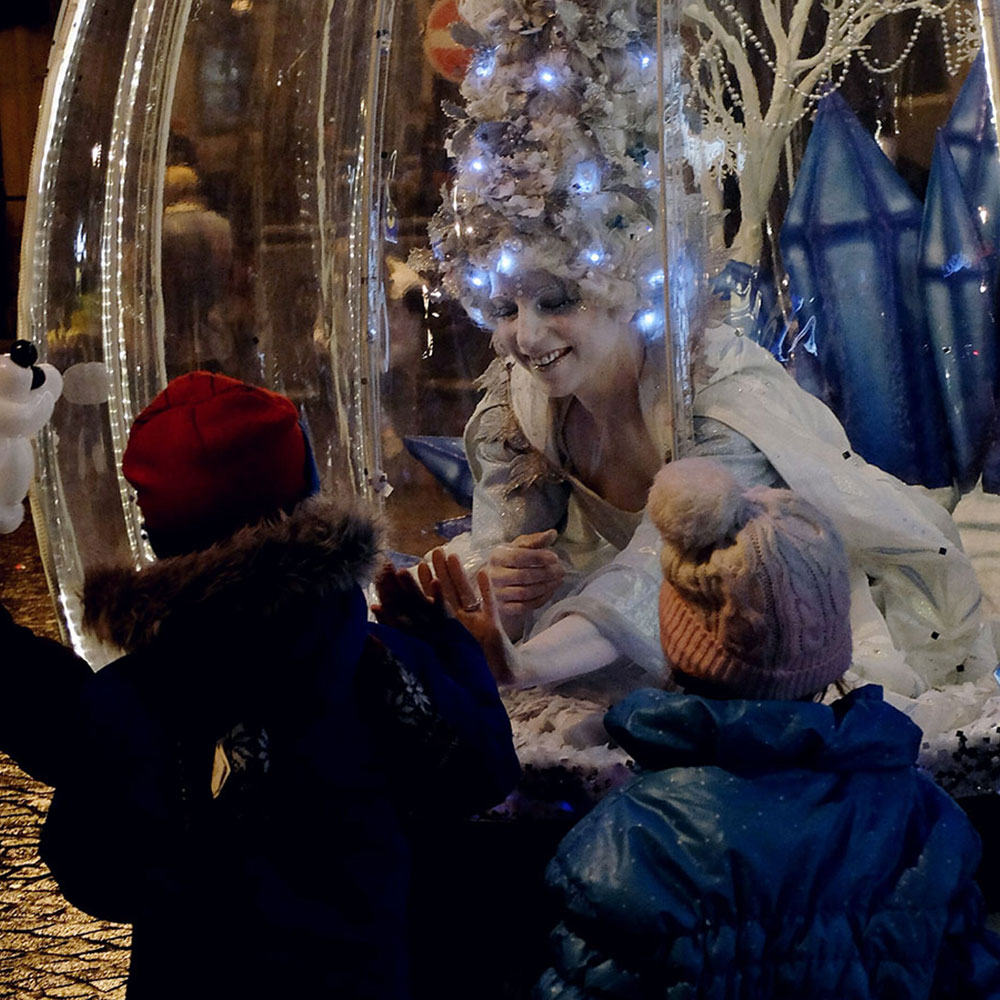 Living Snow Globe act at night meeting two young friends