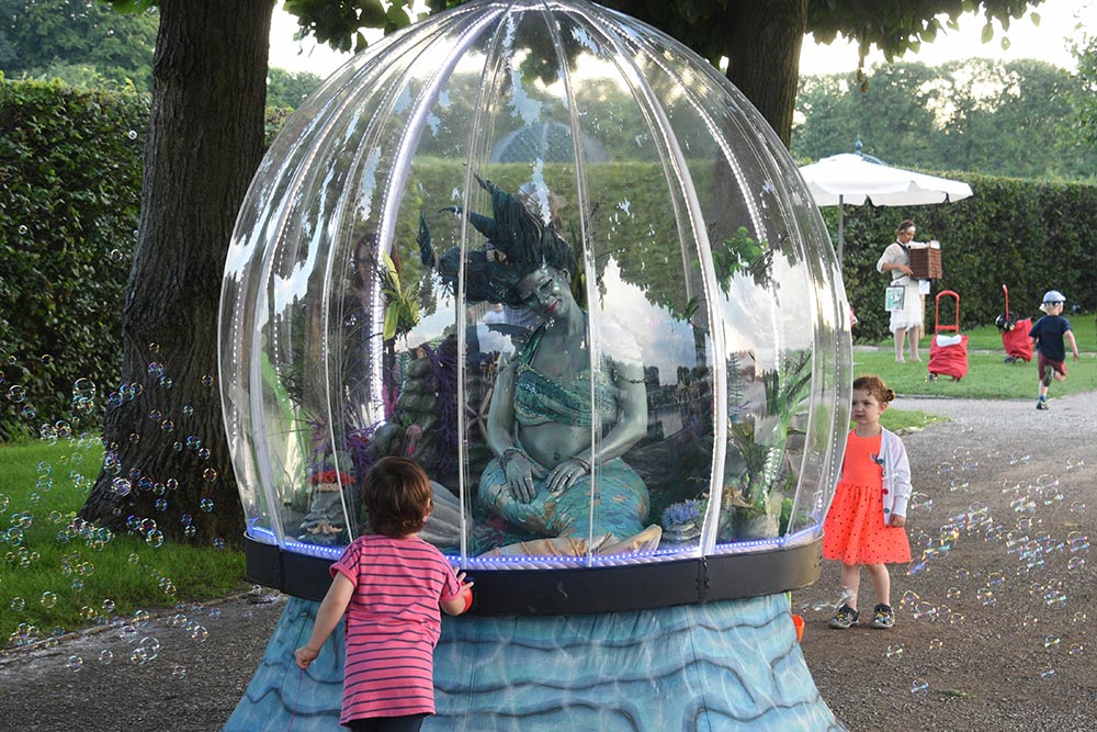 Sea Sphere mermaid act entertaining the children with bubbles