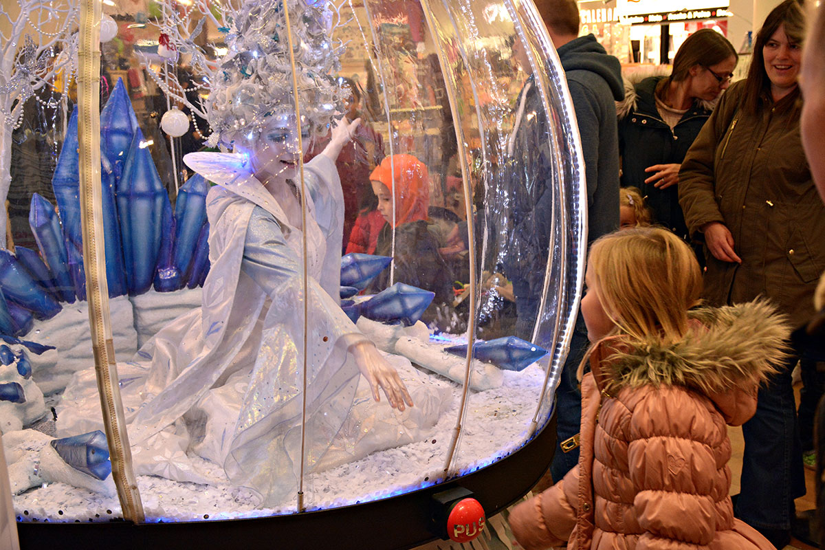 Interactive act for shopping centres and malls, Living Snow Globe